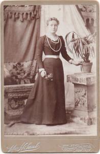 Alina avporträtterad hos fotograf i New York.