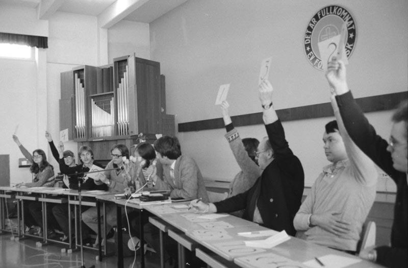 Omröstning om hur sånger kan förmedla det kristna budskapet vid seminariet 9.2.1980.