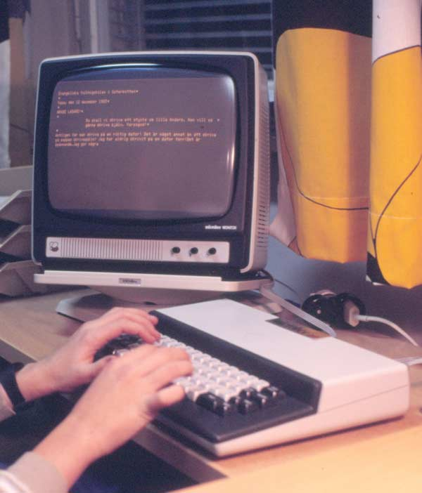 Den lilla cp/m-datorn Microbee fanns inbyggd i tangentbordet. Den hade varken hårdskiva eller diskettstation, utan man sparade på c-kassett.