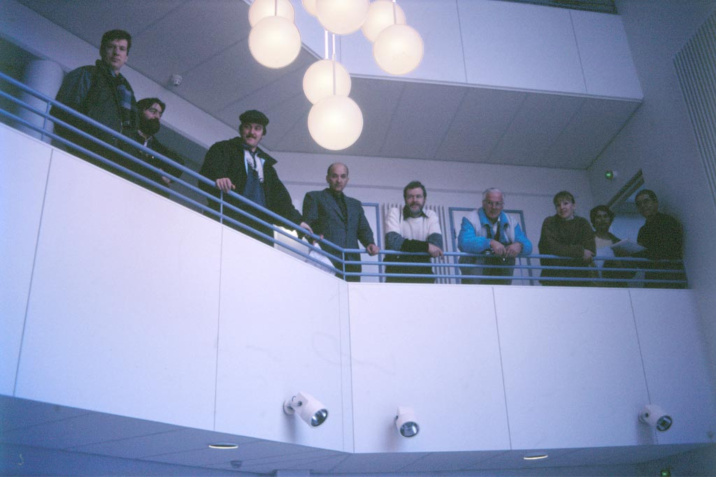 Den 8 februari 1988 hölls slutgranskning med arkitekten, alla planerare och entreprenörer samt fastighetskommittén. Här beundrar man utsikten från internatets andra våning.