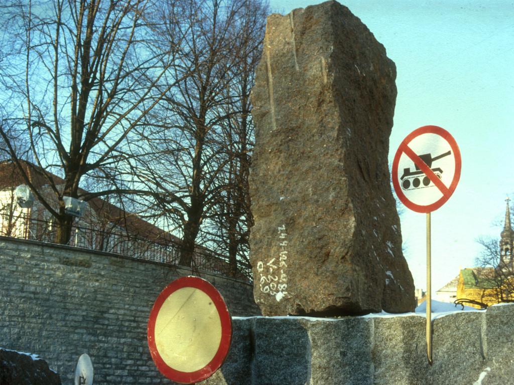 Den andra februari 1991 var ett dramatiskt nytt trafikmärke uppsatt vid infarten till Domberget: förbud att köra med stridsvagn!