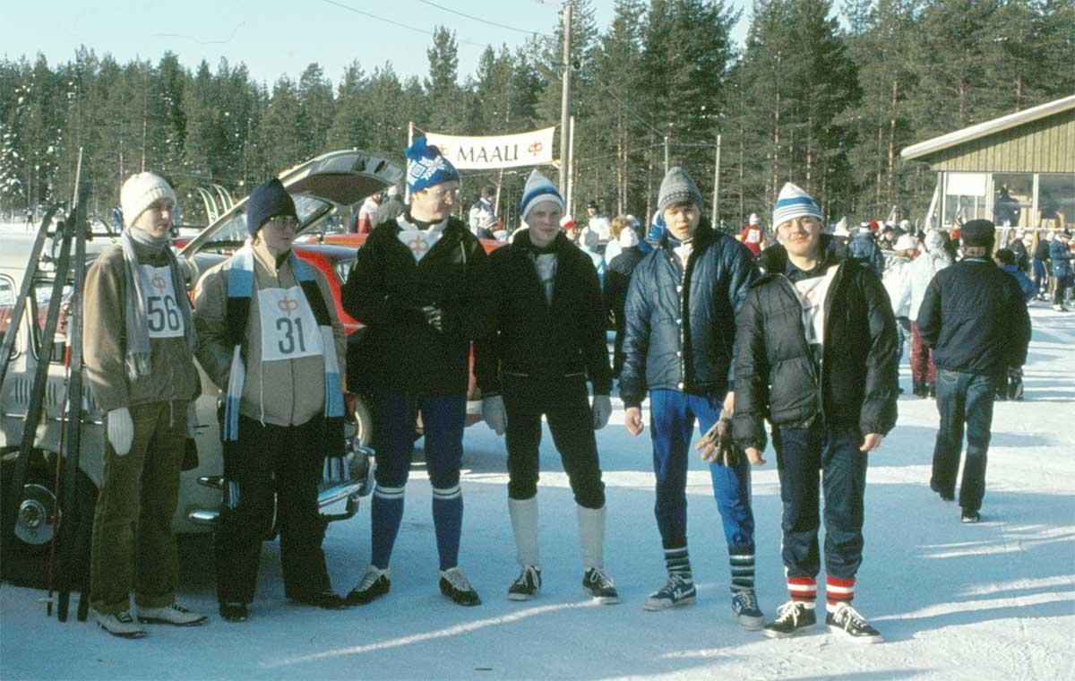 En del av vårt tappra skidlag i Kaustby 17.2.1983.