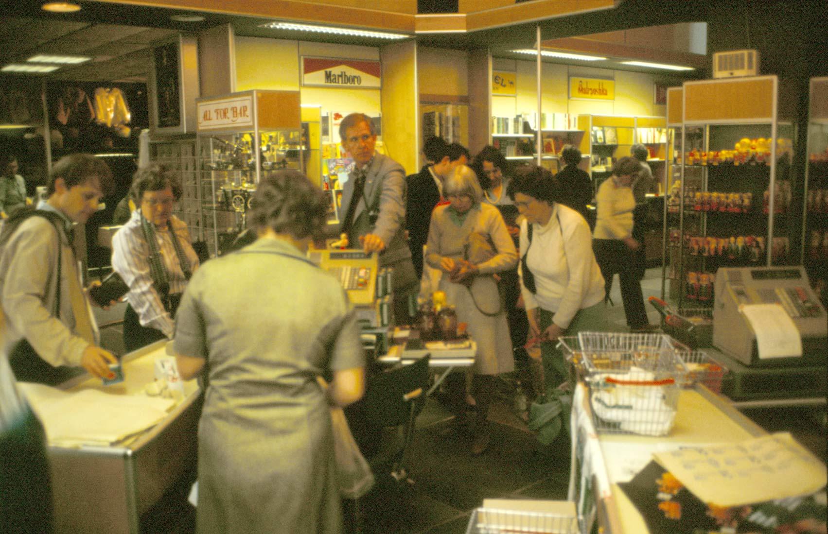 """En stark motsättning mellan den vanliga sovjetmedborgarens verklighet och turisternas kunde man uppleva i en """"beriozka"""", en butik som bara utlänningar fick besöka. Bilden är från 1983."""