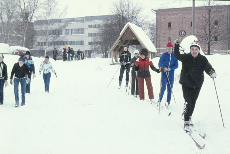 Start på Öjbergsutfärd 22.2.1977. I första ledet Fride Häggblom.